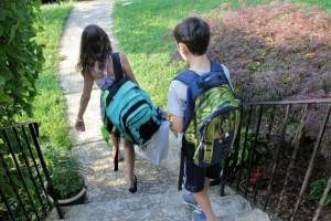 The right way and the wrong way to haul your backpack - USE BOTH STRAPS!